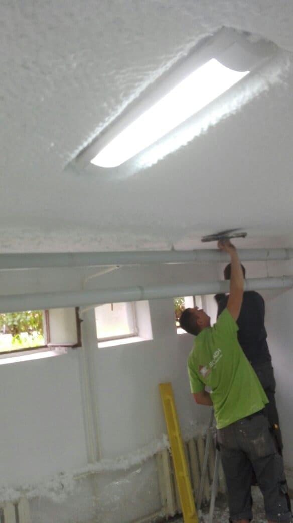 Ocieplenie stropu piwnicy w systemie natrysku Białe Ciepło